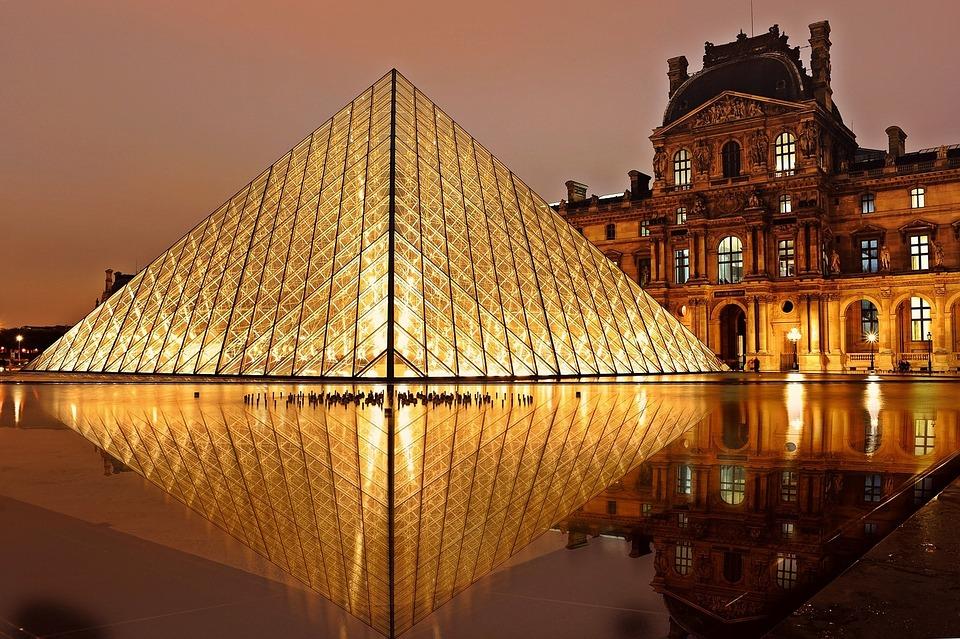Concorso AirBnb per vincere un soggiorno nel Louvre di Parigi