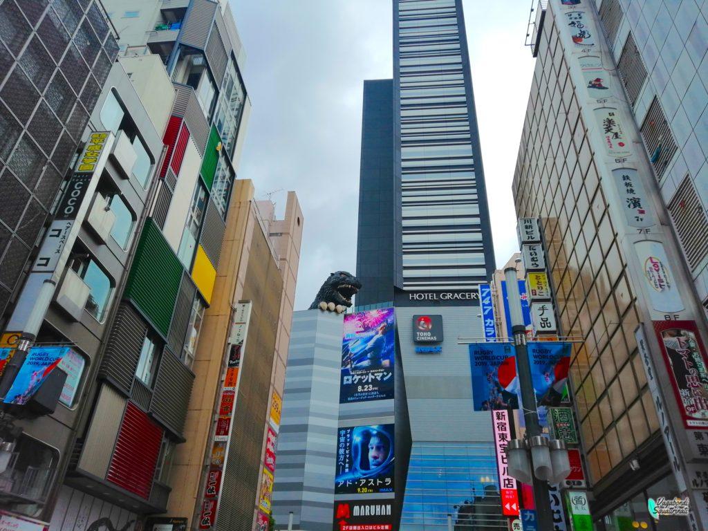 Godzilla gigante shinjuku tokyo Diario di viaggio a Tokyo