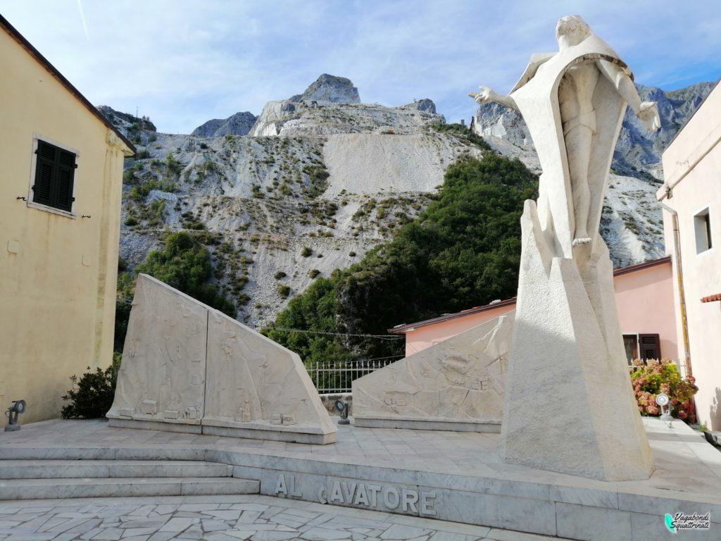 monumento al cavatore visitare colonnata