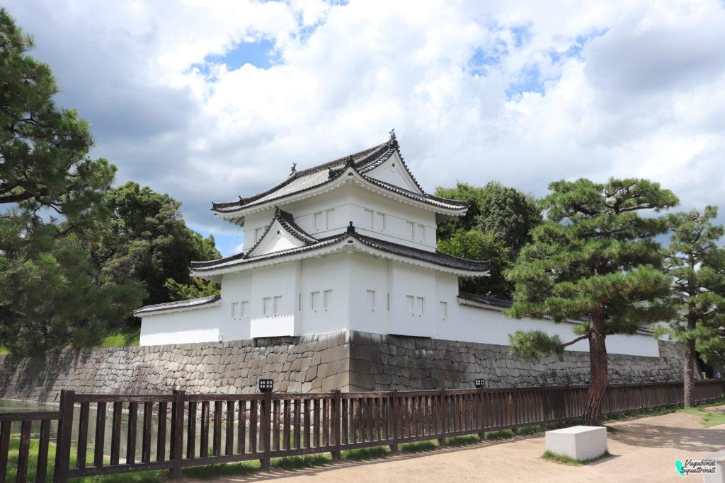 Una bianca torretta d'avvistamento castello nijo