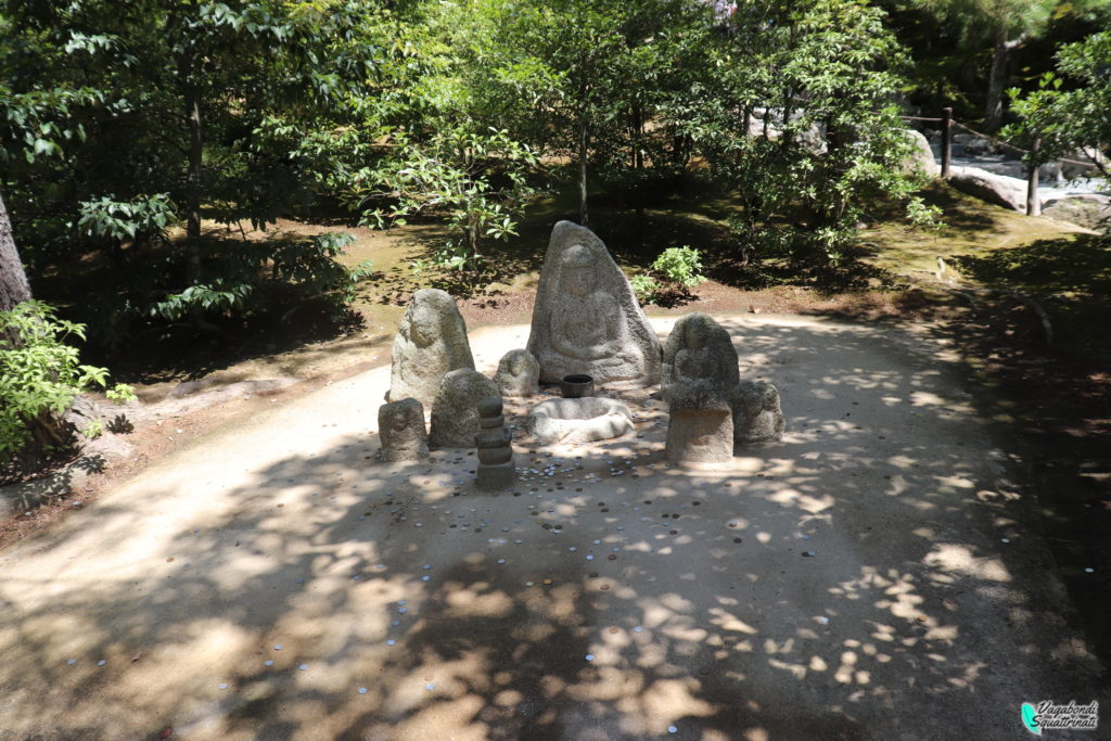 statue porta fortuna kinkaku-ji