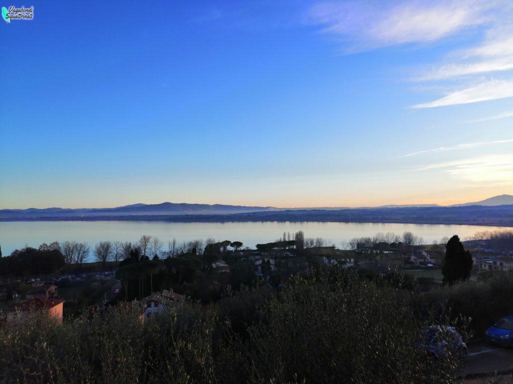 panorama lago albero natale lago trasimeno