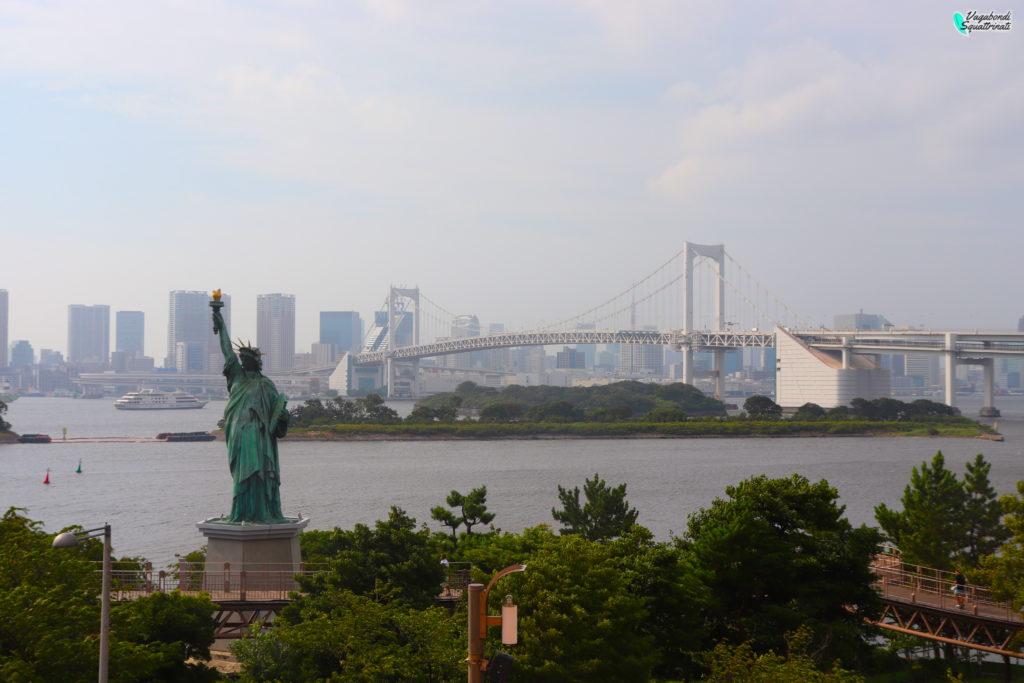 quartieri da visitare a tokyo odaiba statua della libertà rainbow bridge