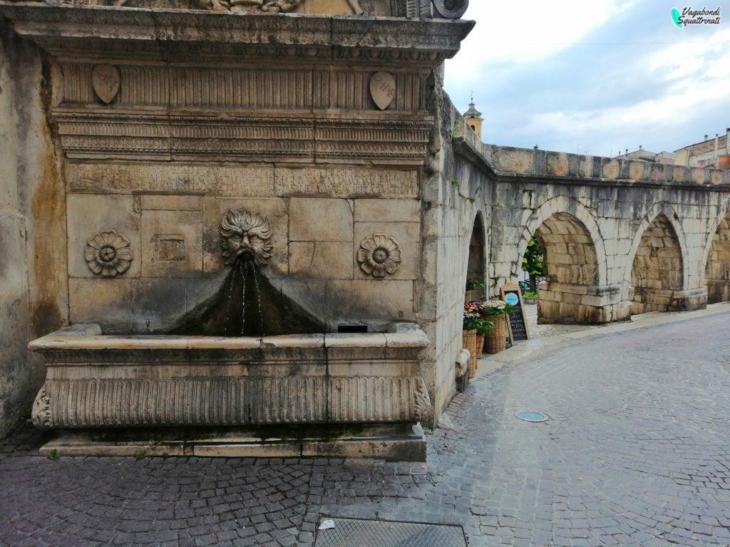 cosa vedere a sulmona La Fontana barbuta e l'Acquedotto medievale