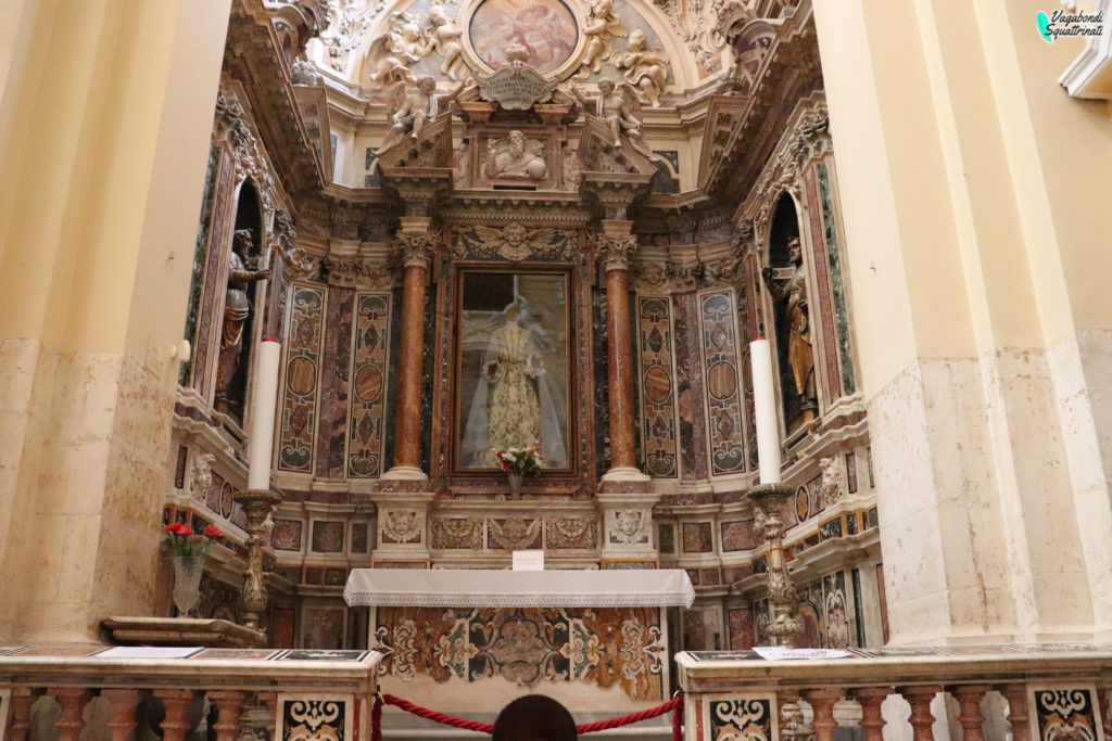 altare policromo chiesa sulmona