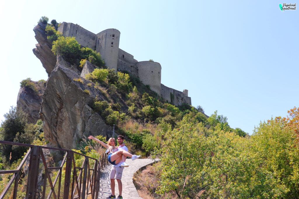il castello di Roccascalegna matteo e ambra vagabondi squattrinati