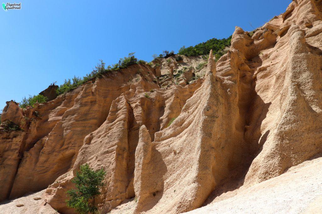 Trekking alle Lame Rosse: il canyon delle Marche